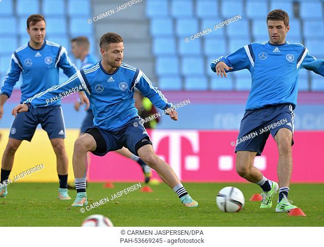Germany's Mario Goetze (L-R), Shkodran Mustafi and Thomas Mueller attend a training session at the Estadio Balaidos in Vigo, Spain, 17 November 2014