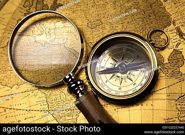 Navigation earth, Compass