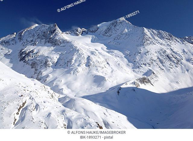 Mutmal mountain ridge and Mt Mutmalspitze, Tyrol, Austria, Europe