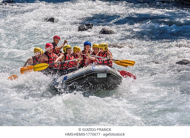 France, Haute-Savoie, Giffre valley, Sixt Fer a Cheval, Gorges des Tines, rafting in the Giffre river