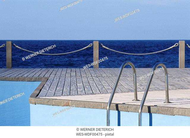 Spain, The Canary Islands, Gomera, Swimming pool on the waterfront