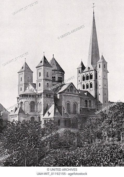 Die ehemalige Abteikirche in Brauweiler bei Pulheim im Rheinland. Westbau und Langhaus 12. Jhdt., Der Helm des Mittelturmes gotisch