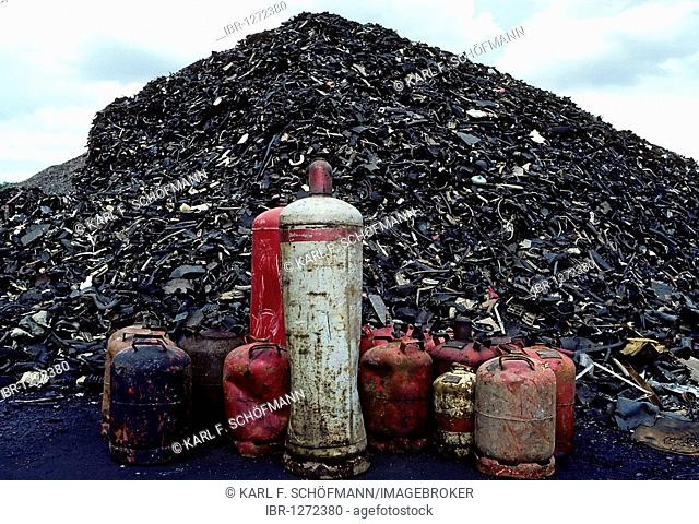 Mountain of shredded rubber waste and old gas cylinders, recycling, metal recycling, junk yard, Duisburg-Ruhrort, Ruhr Area, North Rhine-Westphalia, Germany