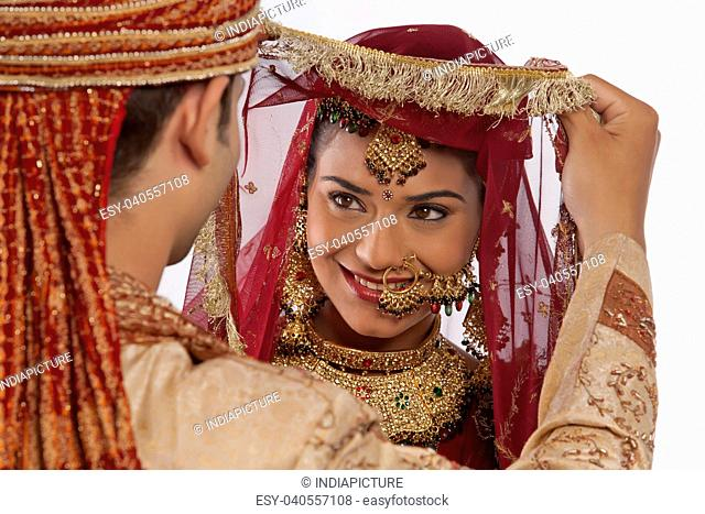 Gujrati indian bride Stock Photos and Images | age fotostock