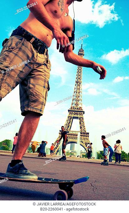 Jardins de Trocadero. Eiffel tower. Paris. France