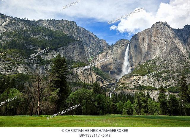 Yosemite Falls in Yosemite Valley, Yosemite National Park, California, USA