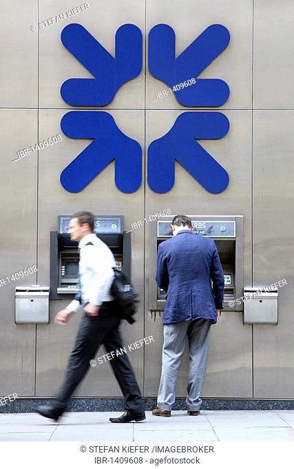 Man at the cash machine of the Royal Bank of Scotland, RBS, in London, England, United Kingdom, Europe