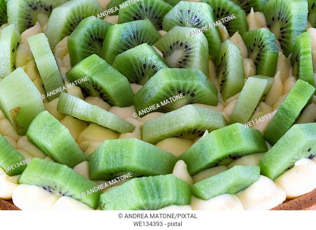 Kiwi slices with cream